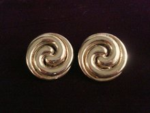 Wonderful Vintage Earrings Gold Tone Clip Style