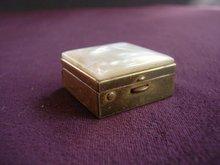 Pearl Pill Box