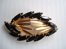 Oval Rhinestone Brooch Black and Gold