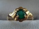 10k Gold Ring Emerald Green colour Stone