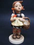 Hummel Figurine The Shopper 98