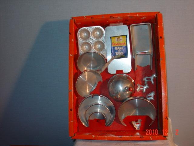 Kiddy Kooks Aluminum Pan Set MIB 1960's