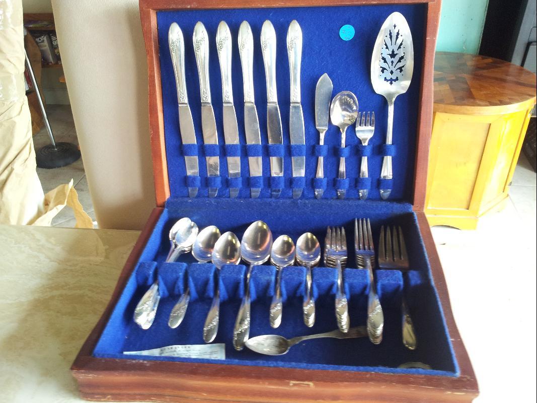 46 Piece Tudor Plate Queen Bess Pattern