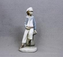 Lladro Sailor Boy Yacht Figurine Older Hallmark Attractive Excellent Shape