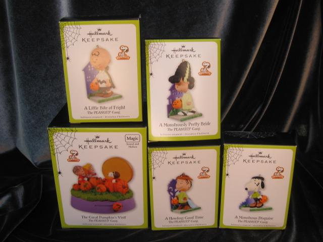 Lot Of 5 Hallmark 2011 Halloween Peanuts Ornaments & Magic Tabletop Display