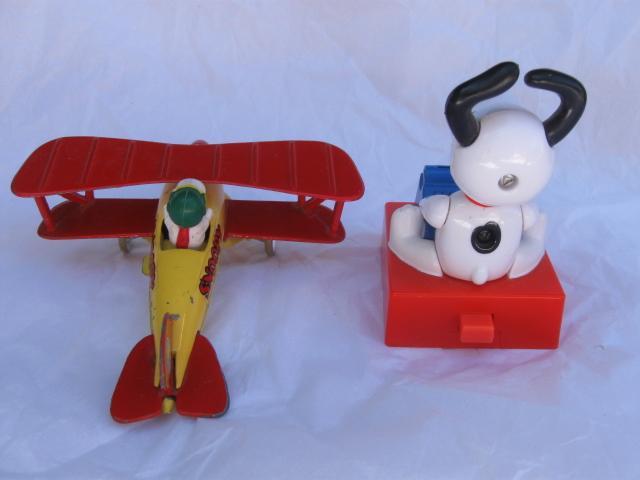 Vintage Peanuts Snoopy The Red Baron  Die Cast Plane Aviva toy Co. 1965  + Bonus
