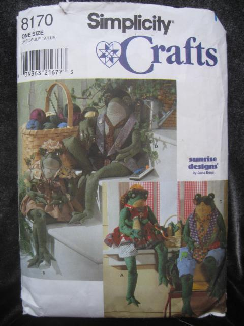 Simplicity Crafts 8170 Stuffed Frog & Clothes Sewing Pattern