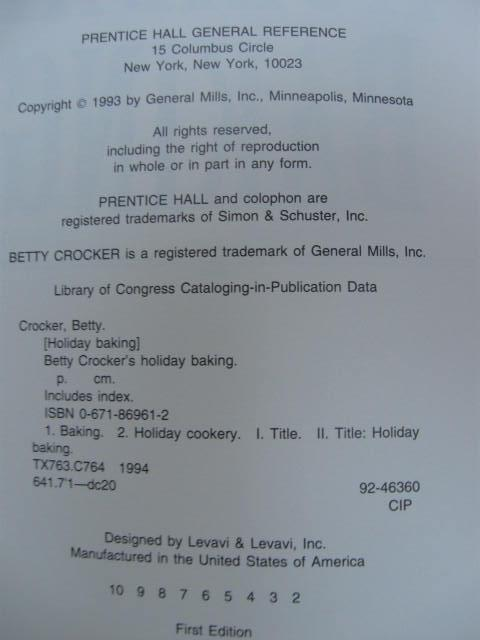 Betty Crocker's  Holiday Baking  Cookbook Copyright 1993 1st Edition
