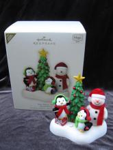 Hallmark 2007 VERY MERRY TRIO Limited Magic Penguins & Snowman Christmas Tree Ornament