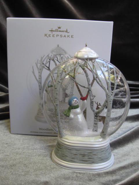 Hallmark 2012 Woodland Wonderland Snowman Snowglobe Chrsitmas Tree Ornament