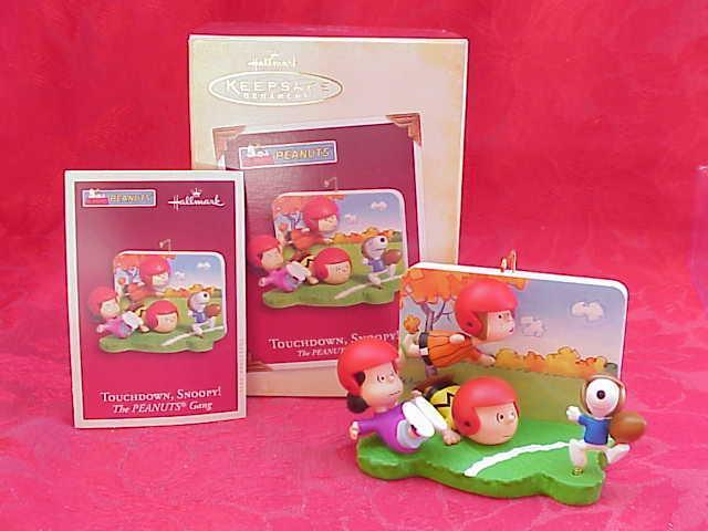 Hallmark 2005 Touch Down Snoopy The Peanuts Gang Super Bowl or Christmas Tree Ornament