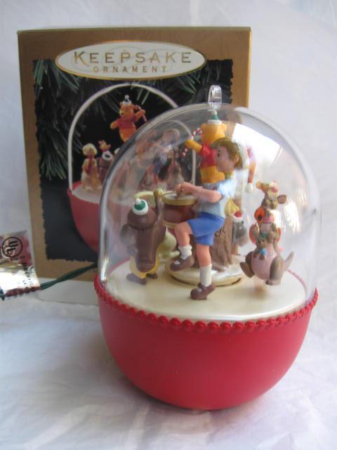Hallmark 1994 Winnie The Pooh Parade Magic Motion & Music Christmas Tree Ornament