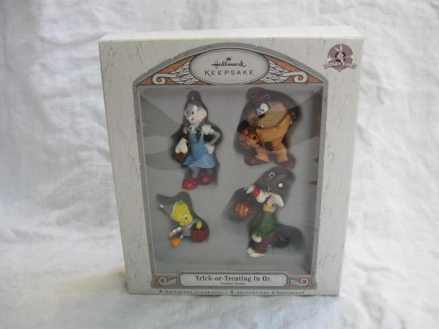 Hallmark 2007 Trick Or Treating In Oz Set of 4 Halloween  Looney Tunes Wizard of Oz Ornaments