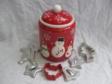 Hallmark 2011 Snowmen Christmas Winter Cookie Jar + Cookie Cutters Bonus