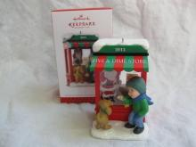 Hallmark 2013 Christmas Windows11th In Series KOC Ornament
