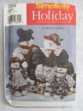 New Simplicity Holiday 7399 Christmas or Winter Snowmen & Snow Women  Pattern By Faith Van Zanten