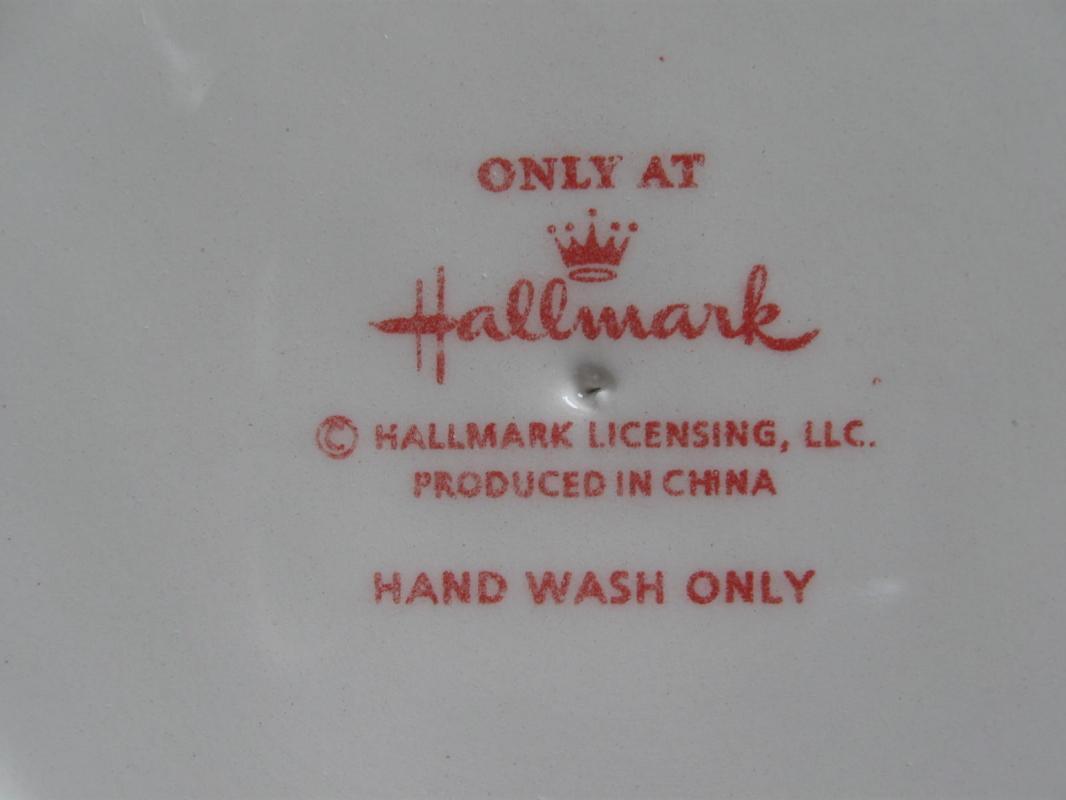 Hallmark 2013 White Pedestal Snowflake Design Ceramic Cake Plate