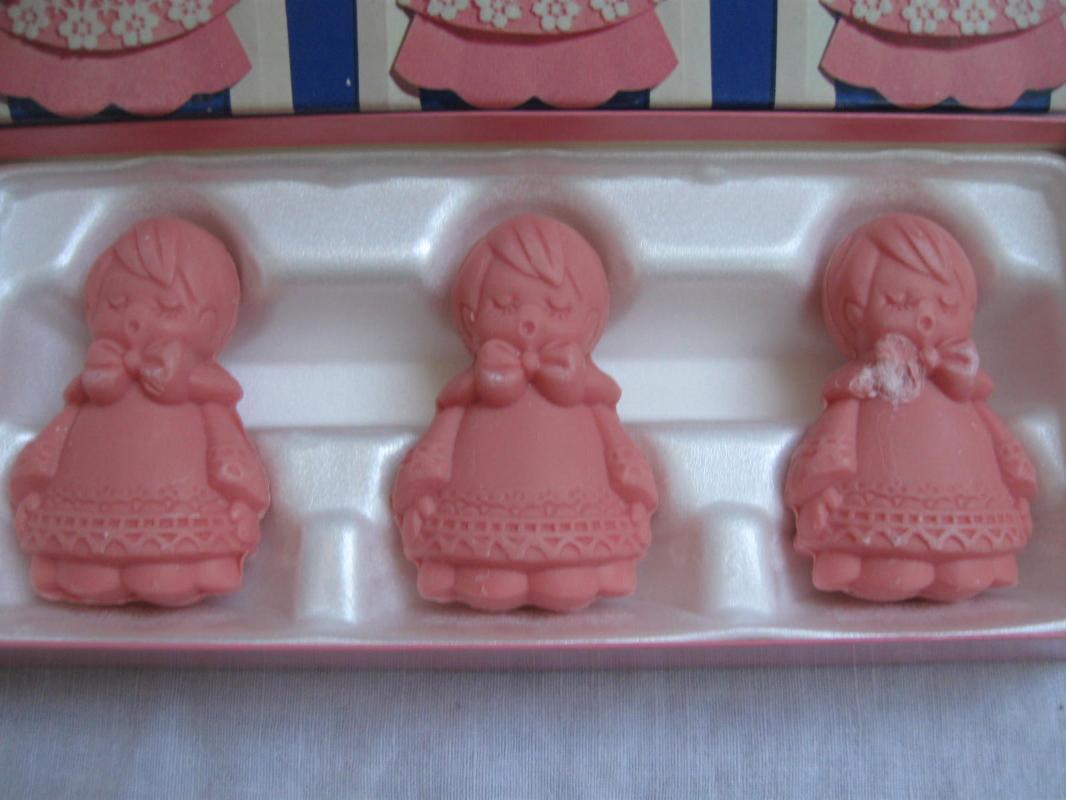 10 Bars Of Vintage Avon Cupcake Christmas Elves Butterflies & Choir Boys Soap