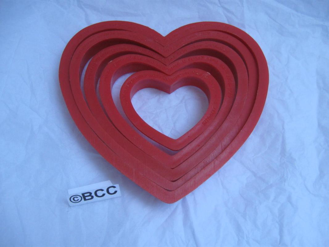 Wilton 5 Vtg Valeintine Hearts Valentine's Day Cookie Cutters Graduated Sizes