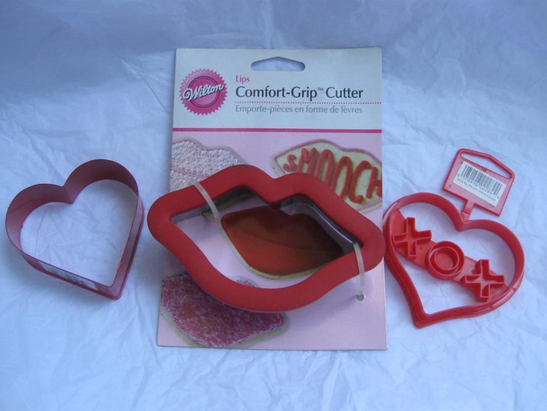 Wilton 3 Fancy Valeintine Hearts Cookie Cutters Hugs & Kisses Comfort Grip Lips