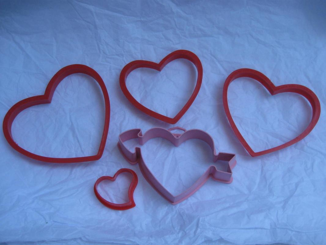 5 Wilton Hallmark Heart Arrow Valeintine Hearts Valentine's Day Cookie Cutters