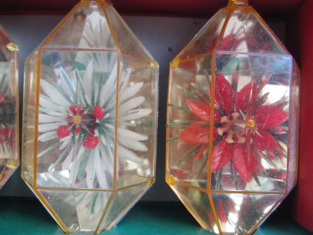 Vintage Christmas Jewelbrite Poinsettia Plastic Ornaments Diorama Hexagon In Original Box
