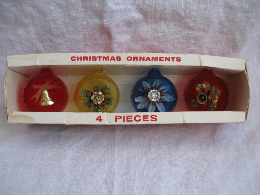 Vintage Jewelbrite Flora Bells Round Colored Christmas Diorama Ornaments In Box