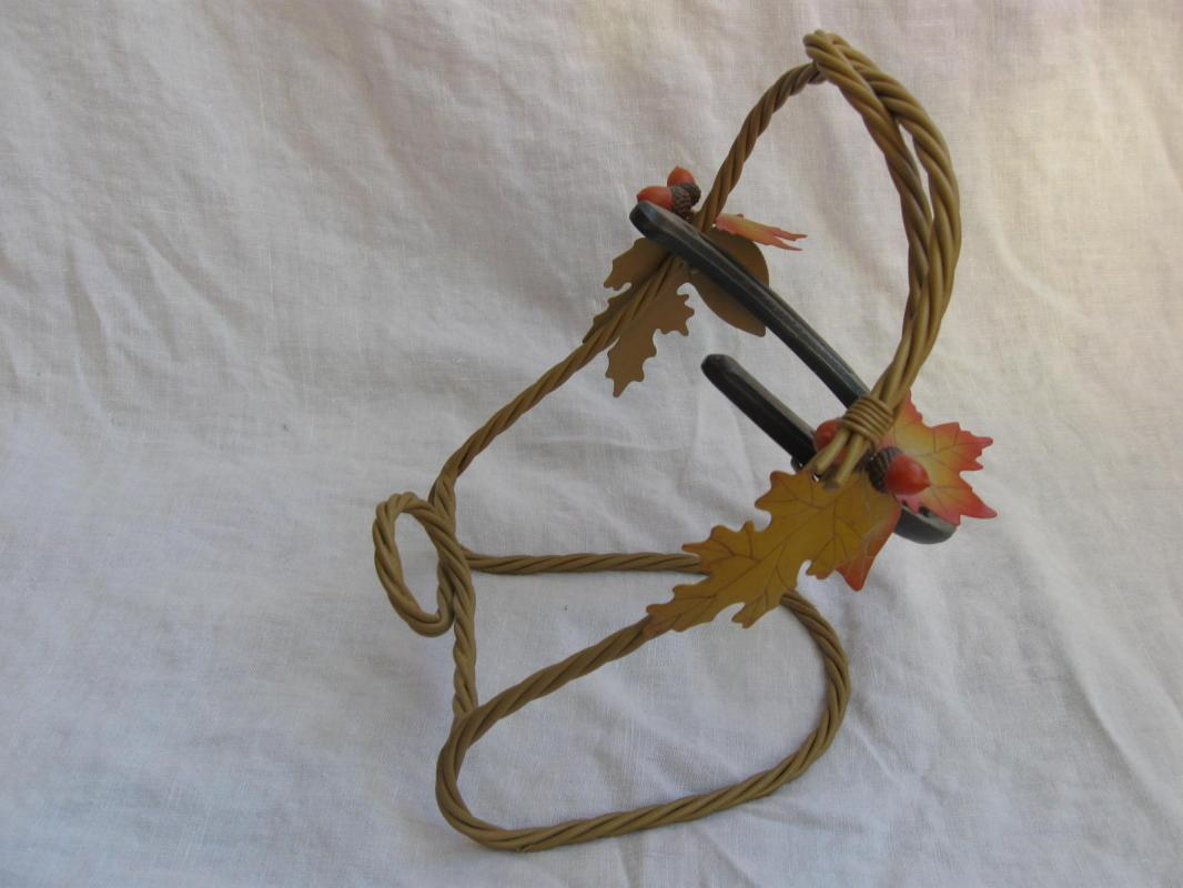 Fancy Metal Horseshoe Wine or Bottle Holder Rack Western Acorns Oak Leaves Rope