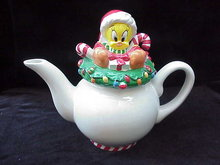 Warner Brothers Tweety Bird Christmas Teapot Tea Pot