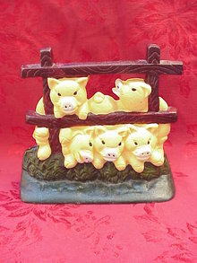 Five  Little Pigs On The Fence Doorstop Door Stop