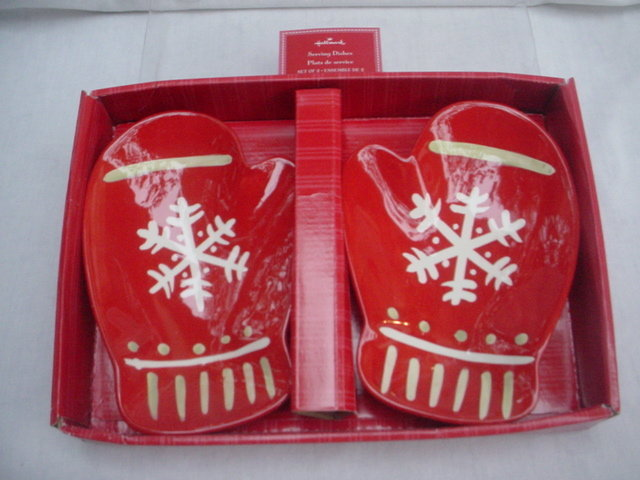 Hallmark Set of 2 Christmas  Ceramic Red Snowflake Mittens Serving Canape Plates Dishes  Bowls Hostess Gift