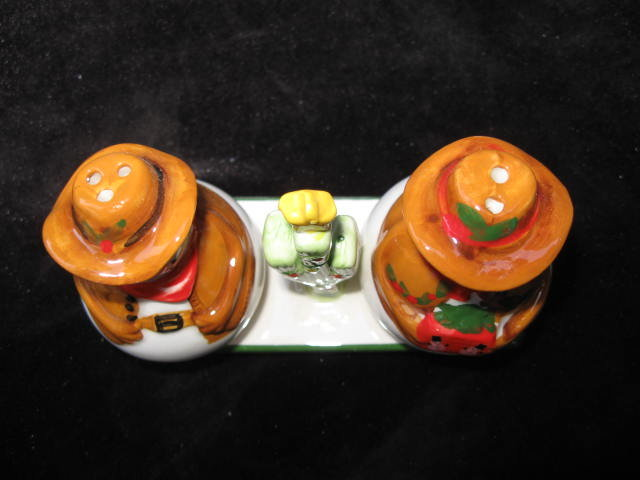 Christmas Cowboy Snowman or Snowmen With Display Stand 3 Piece Set Salt & Pepper Shakers