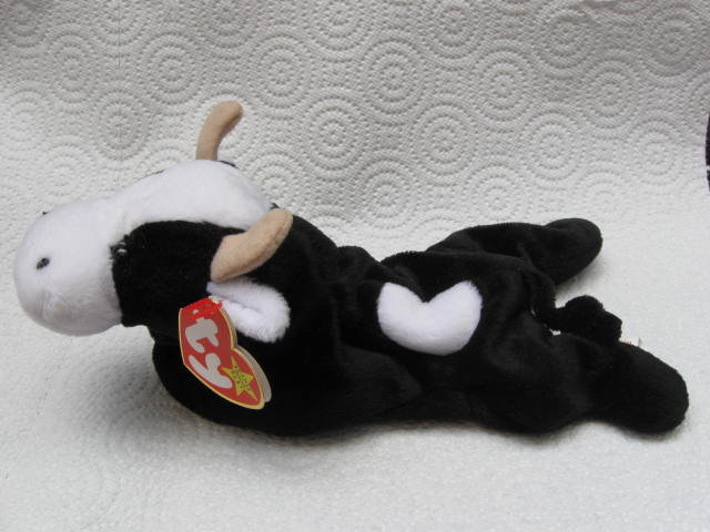 Ty  Daisy The Black & White Cow Retired Beanie Baby