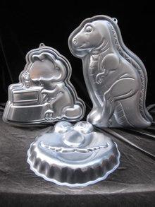 3 Wilton Cake Pans Elmo , Garfield, T  Rex Dinosaur  Care Pans