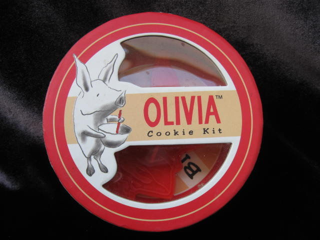 Olivia Cookie   Kit  With Recipes  Olivia The Pig Cookie Cutter