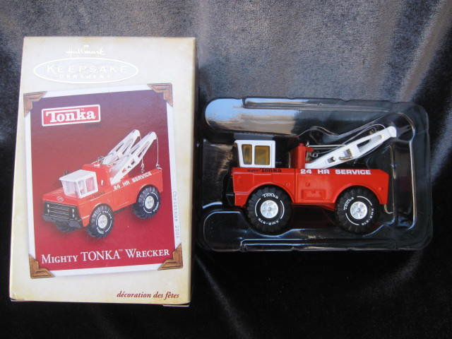 Hallmark 2005 Mighty Tonka Wrecker Christmas Tree Ornament