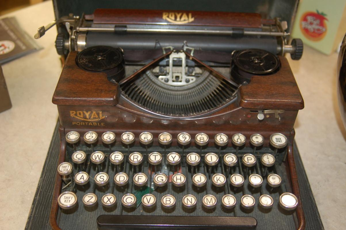 ROYAL TYPEWRITER CIRCA 1920