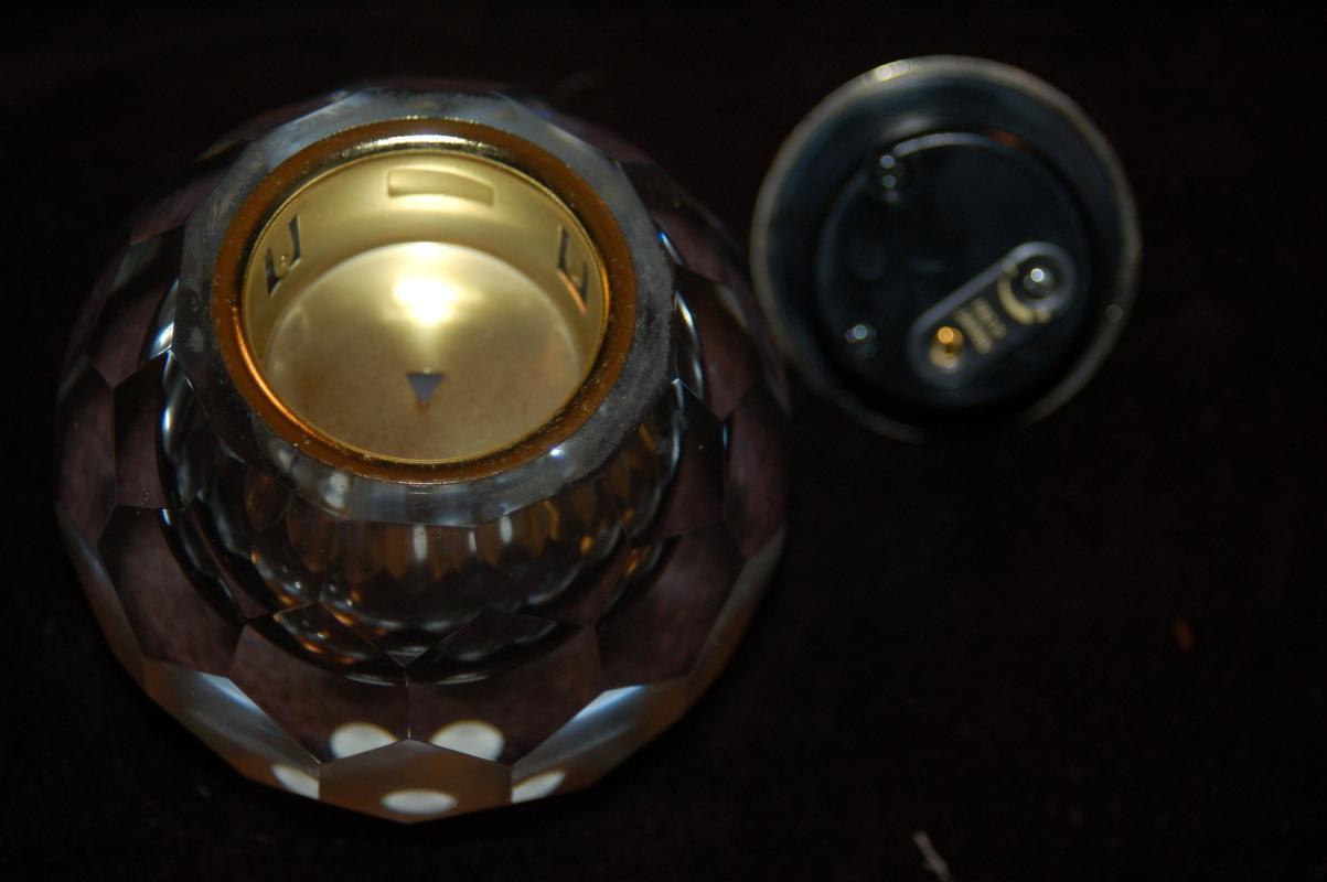 CRYSTAL CLEAR VINTAGE TABLETOP LIGHTER