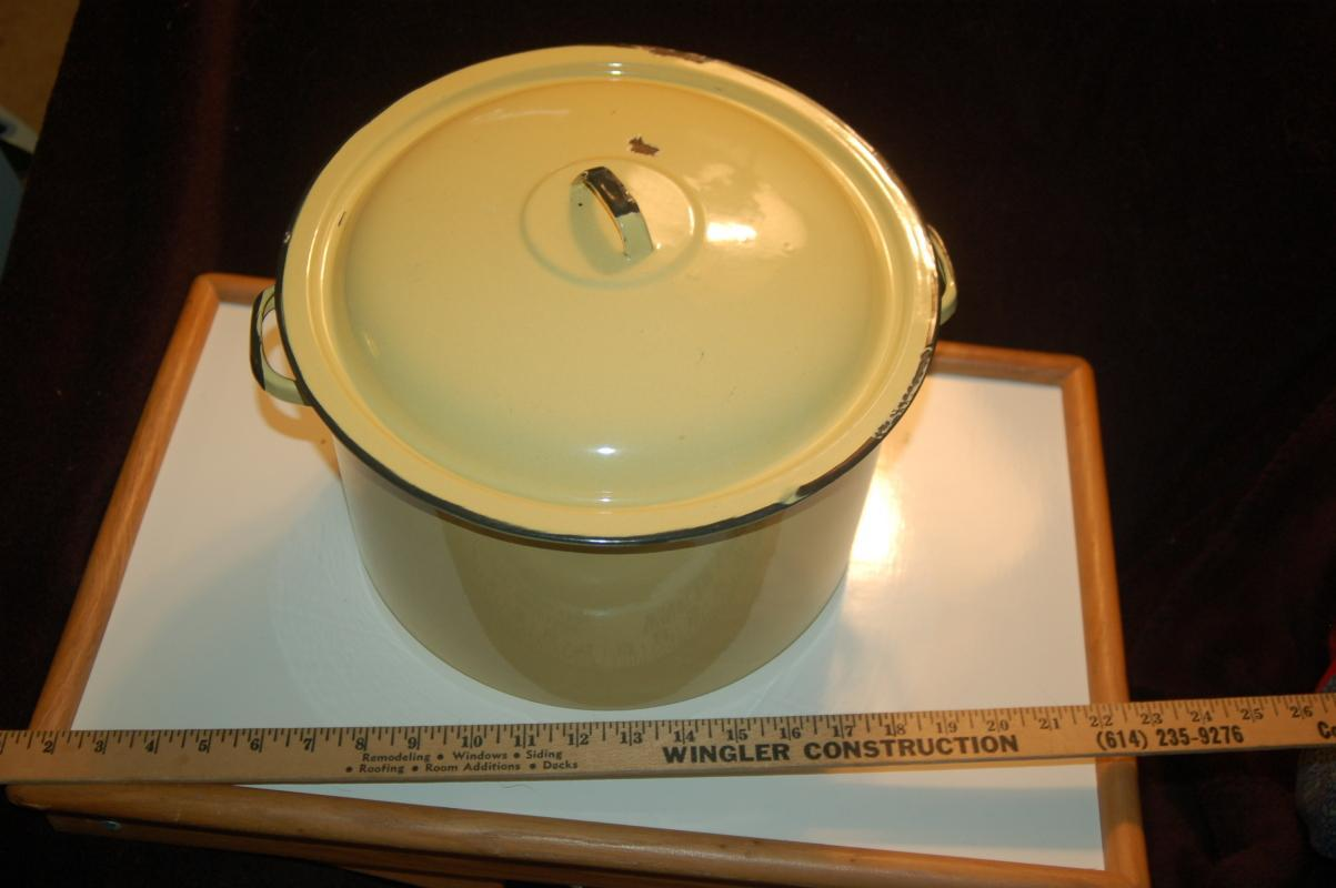 AWESOME YELLOW ENAMEL STOCK POT
