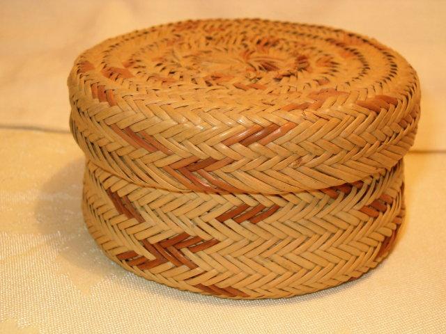 Tarahumara Indian basket/lid  old