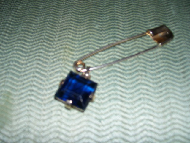 Trifari- Saphire Blue Stone- Latchpin Broach
