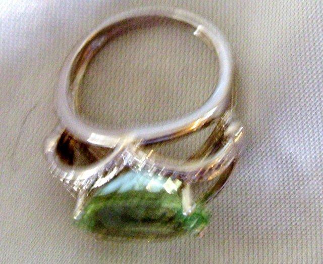 A Ladys-8.50cts Green Quartz/.18ct diamond/ 7.30 grams 14K White gold