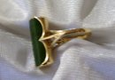 Ladys 14k Yellow Gold and Jade Ring 6.4 grams