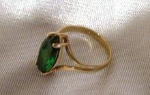 Ladys   Emerald green stone 10 K. Gold  Ring