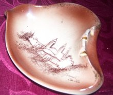 A Vintage Rymes Ceramics USA Ash tray, Depicting a view of the William Randolph Hearst Castle