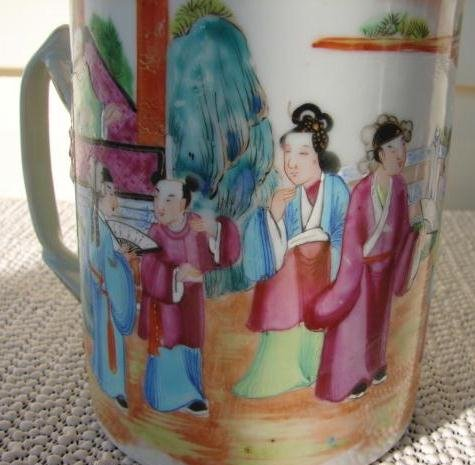 C. 1820 CHINESE EXPORT ROSE MANDARIN MUG