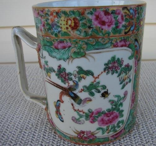C. 1800 CHINESE EXPORT ROSE MEDALLION MUG 5 3/4