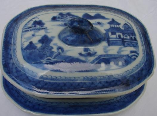 C. 1850 CHINESE EXPORT BLUE CANTON SAUCE TUREEN W/UNDER-PLATE