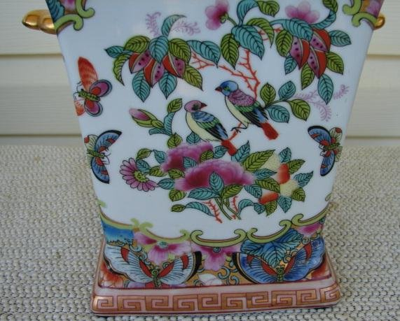 FAMILLE ROSE CANTON BOUGH POT W/COVER
