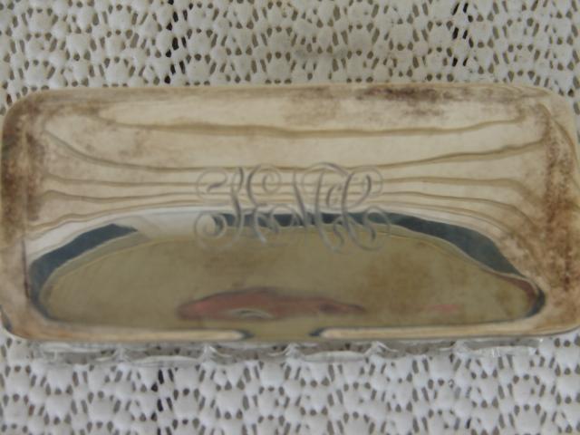 C. 1920 CRYSTAL BOX W/SILVER TOP